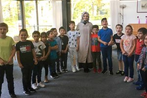DİTİB'li minik öğrenciler, huzurevi sakinlerini ziyaret etti