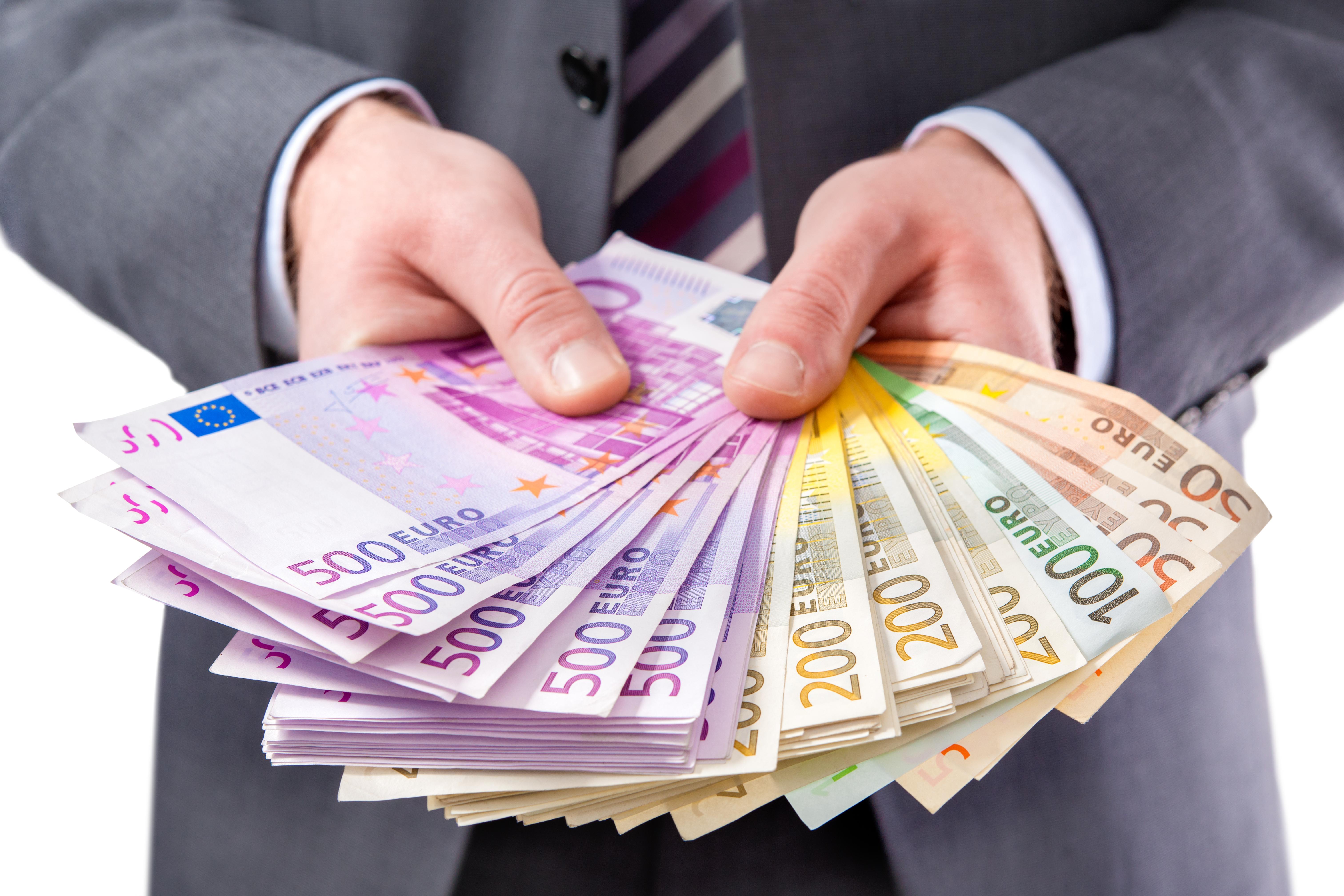 Euro'lar değişiyor, Avrupa Birliği'nin ortak para birimi Euro'nun bazı banknotlarında değişiklikler
