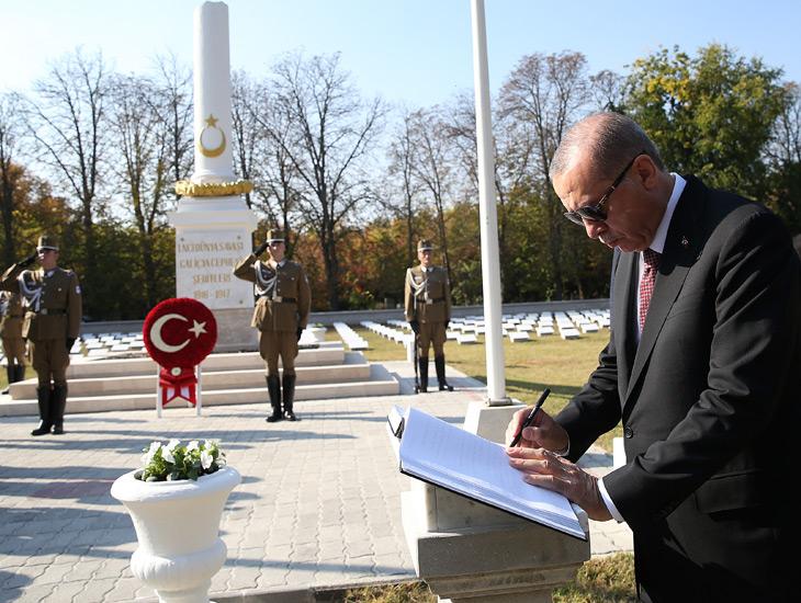 Cumhurbaşkanı Erdoğan, Macaristan'da Galiçya Türk Şehitliği'ni ziyaret etti