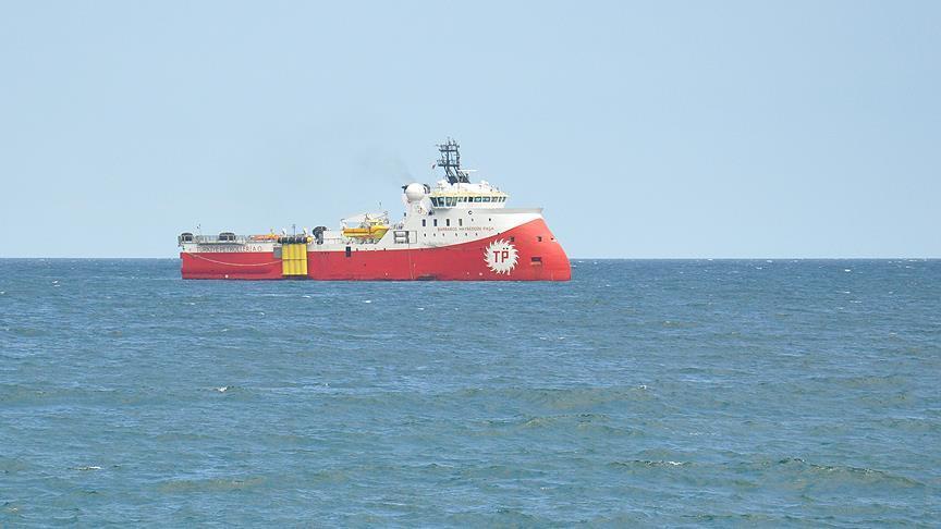 Yunan savaş gemisinden Türk araştırma gemisine taciz