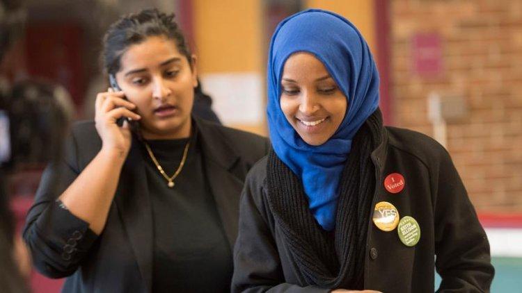 ABD'li Demokratlardan Kongrede baş örtme yasağının kaldırılması için başvuru