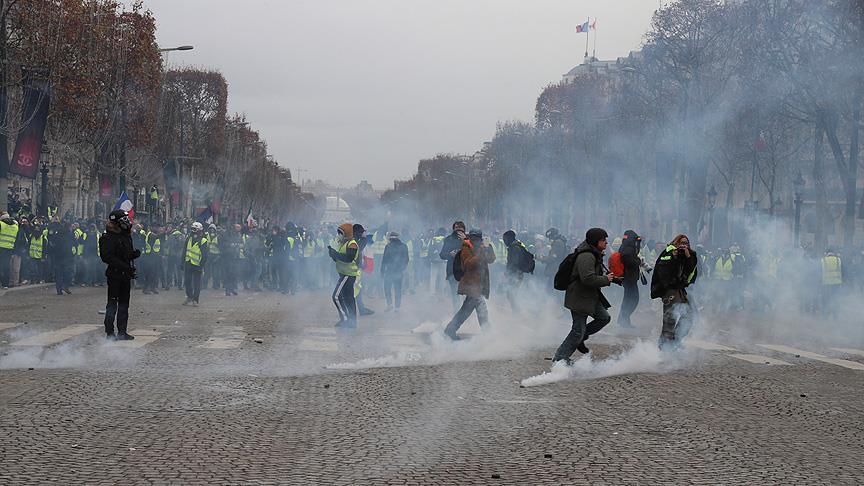 Fransa'daki gösterilerde 17'si polis 118 kişi yaralandı, 974 kişi gözaltına alındı