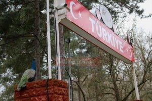 Türkiye'ye gelenleri hudutta tavus kuşları karşılıyor