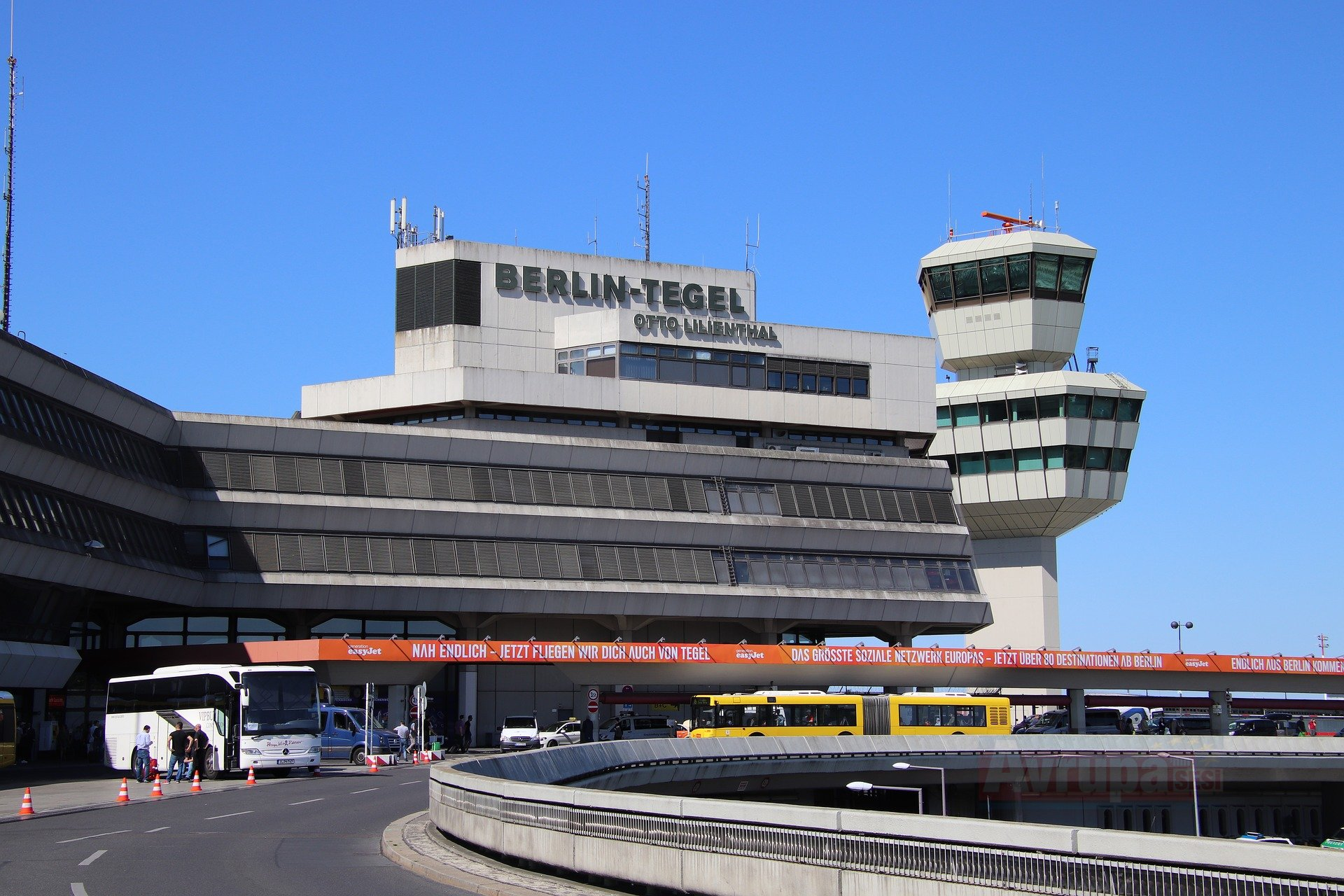 Berlin'deki havalimanlarında güvenlikçiler grev yaptı