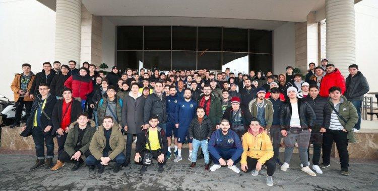 Genç YTB'lilerden Fenerbahçe ve Beşiktaş Kamplarına Sürpriz Ziyaret