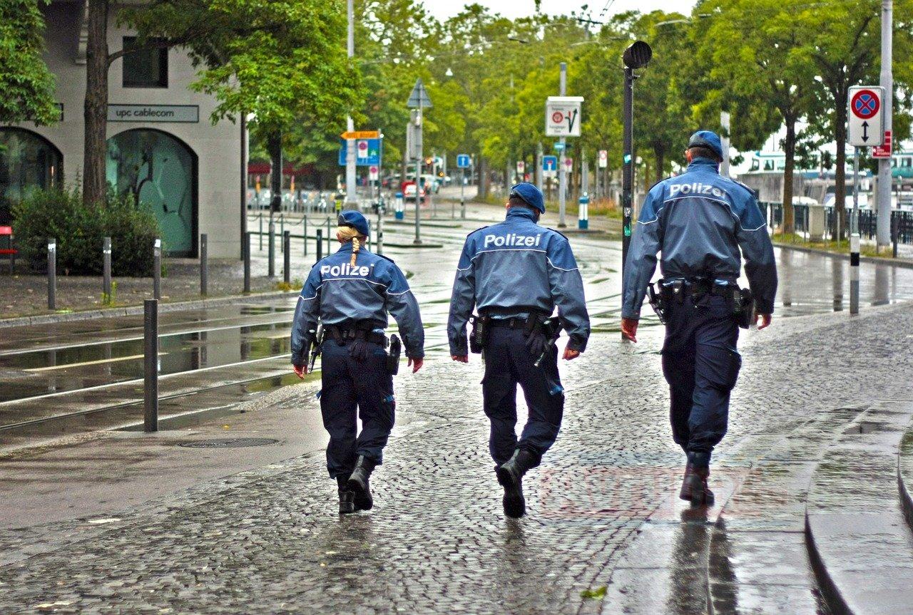 Almanya'da Neonazilere bilgi veren polis hakkında soruşturma