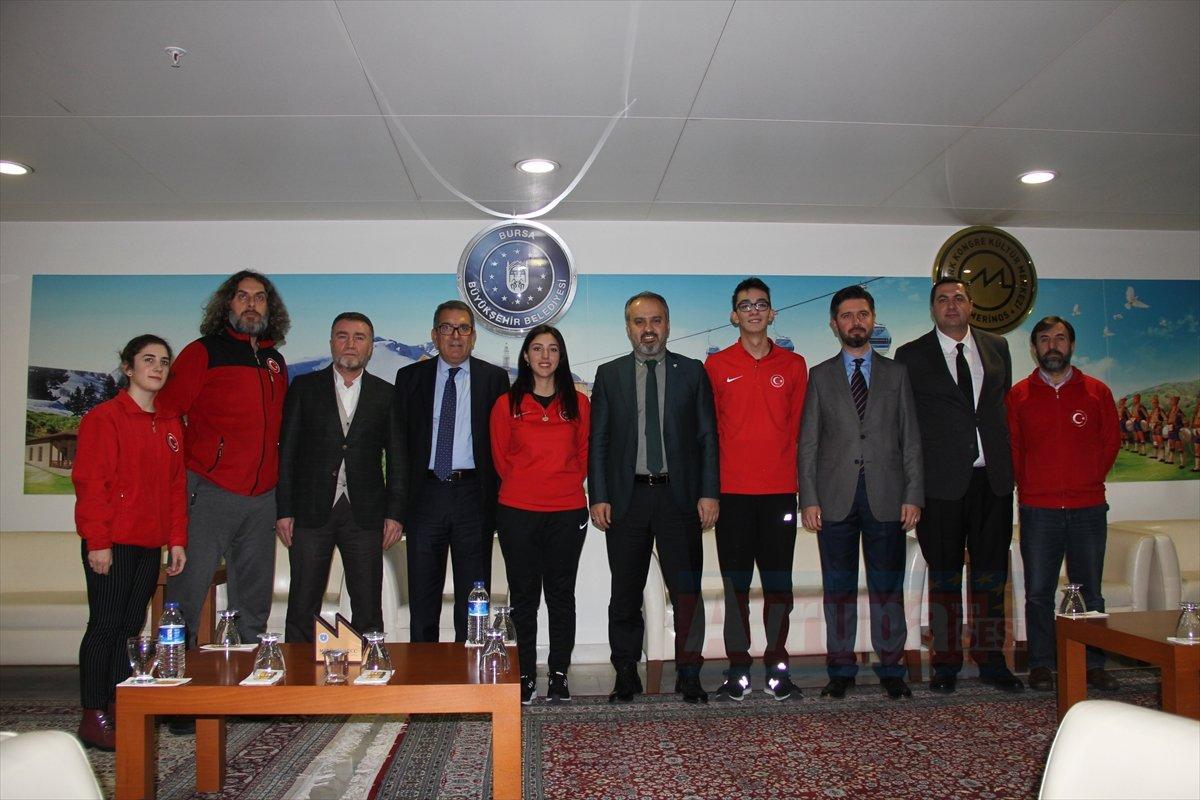 Milli okçular Bursa'da gençlerle buluştu