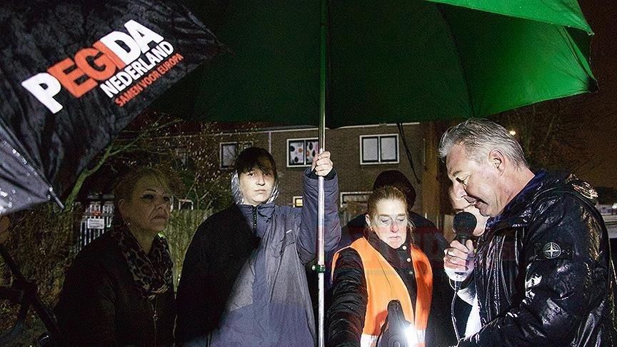 Hollanda'da cami önünde provokatif 'İslam karşıtı' gösteri