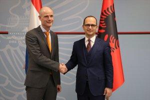 Hollanda Dışişleri Bakanı Blok Arnavutluk'ta