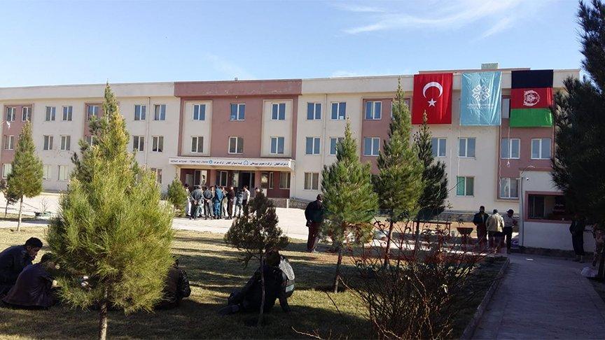 Afganistan'da FETÖ'ye ait okulların devri sürüyor