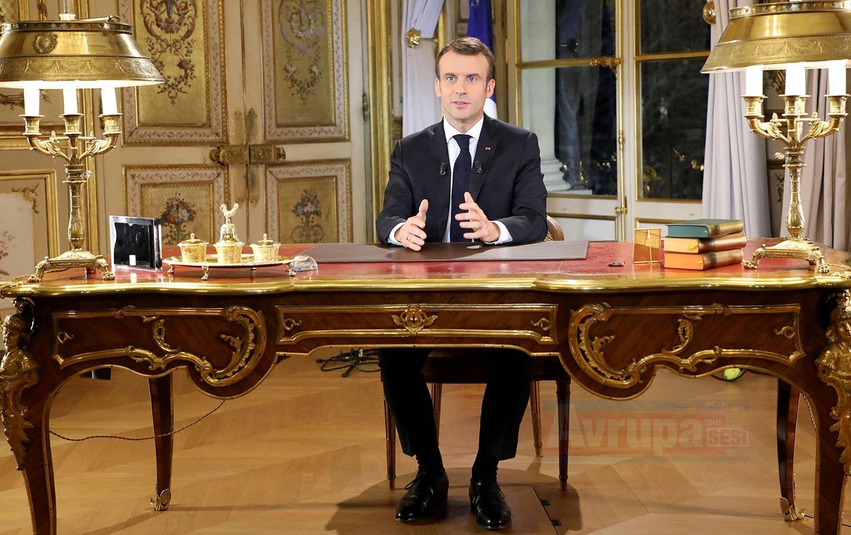 Fransa Cumhurbaşkanı Macron ev vergisini kaldıracak