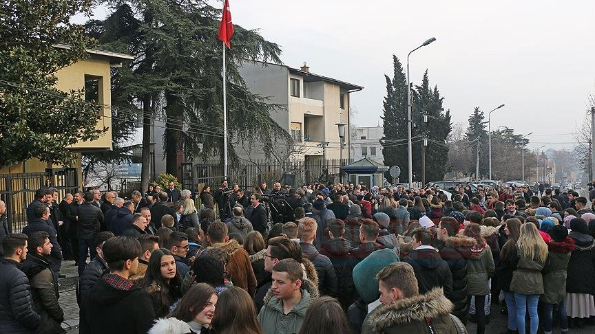 Makedonya'nın FETÖ iltisaklı gazeteye destek vermesine karşı protesto