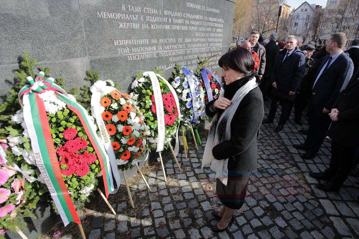 Bulgaristan komünizm kurbanlarını andı