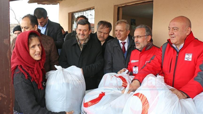 Türk Kızılayından Makedonya'ya giysi yardımı