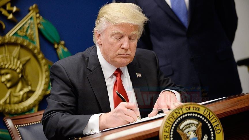 Trump ABD'de 'ulusal acil durum ilan eden Başkanlık bildirgesini imzaladı