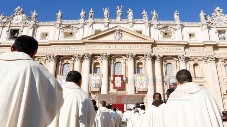 Vatikan kardinali meslekten menetti
