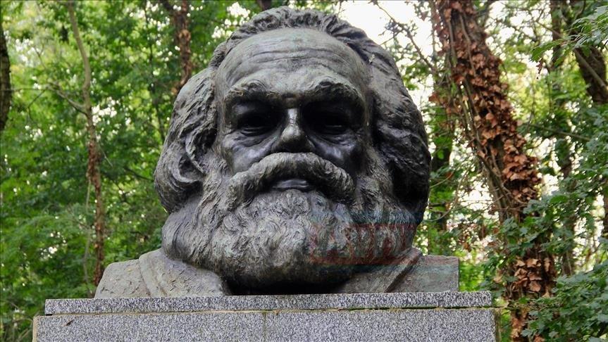 Karl Marx'ın mezarına saldırılar durmak bilmiyor