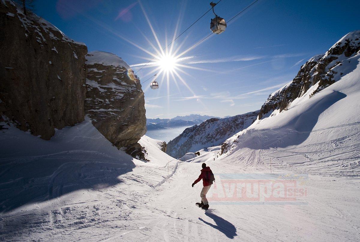 Crans Montana'da çığ düşmesi sonucu çok sayıda kişi kar altında kaldı