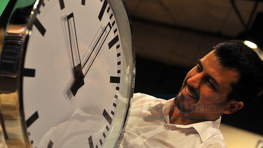 AP Ulaştırma Komitesi, tek saat uygulaması tasarıyı onayladı.