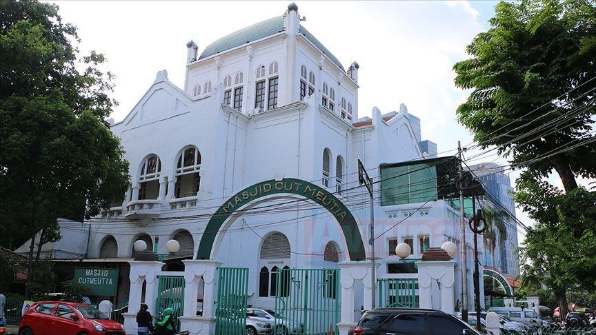 Cut Meutia Cami, ilginç mimarisiyle dikkati çekiyor.