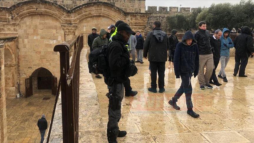 Fanatik Yahudilerden Mescid-i Aksa'ya baskın düzenlediler
