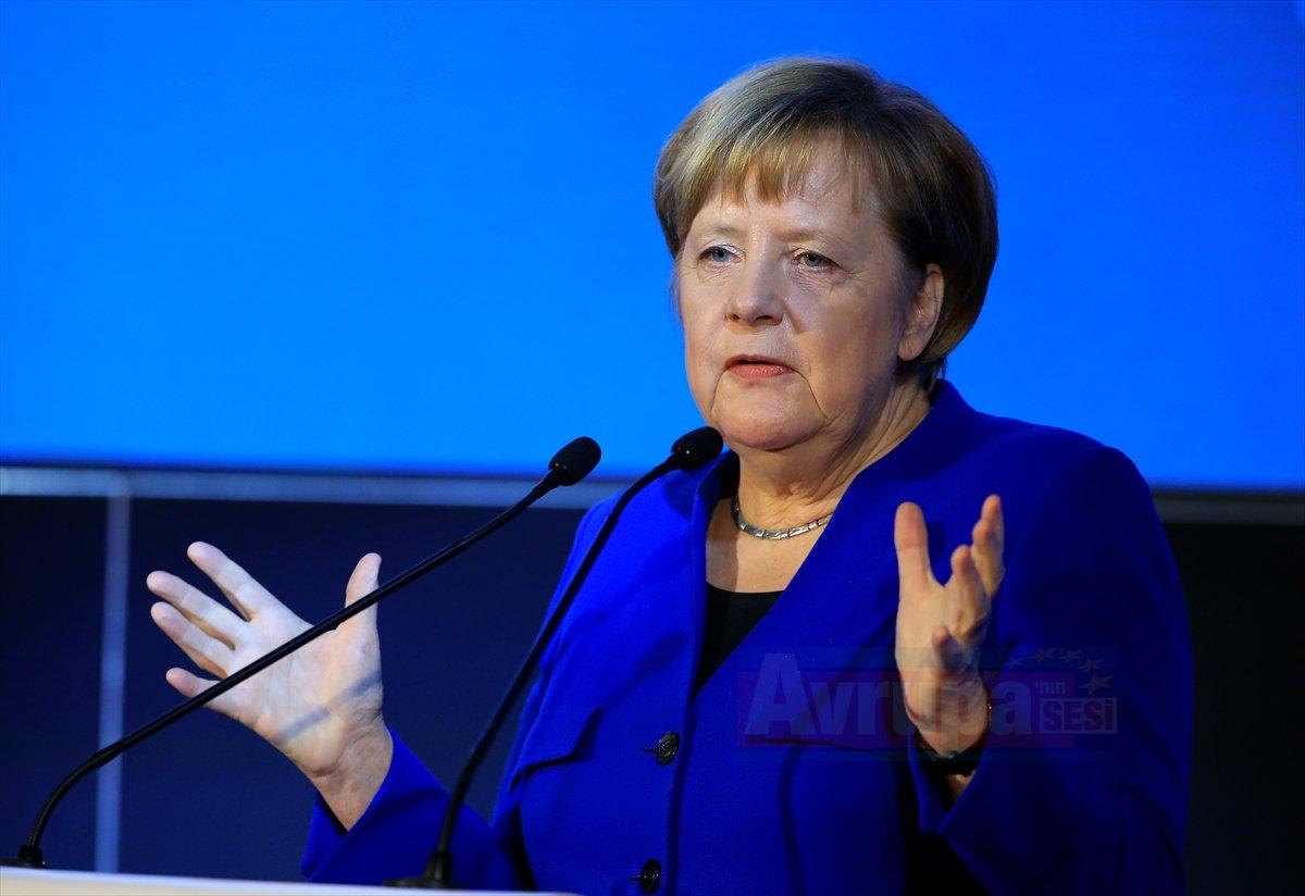 Merkel Yeni Zelanda'da 2 camiye terör saldırısını kınadı
