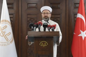 Diyanet İşleri Başkanı Prof. Dr. Erbaş'tan dünyaya İslamofobi çağrısı
