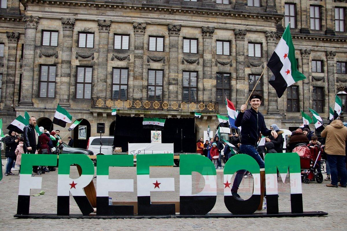 Hollanda'da Suriyeliler gösteri düzenledi