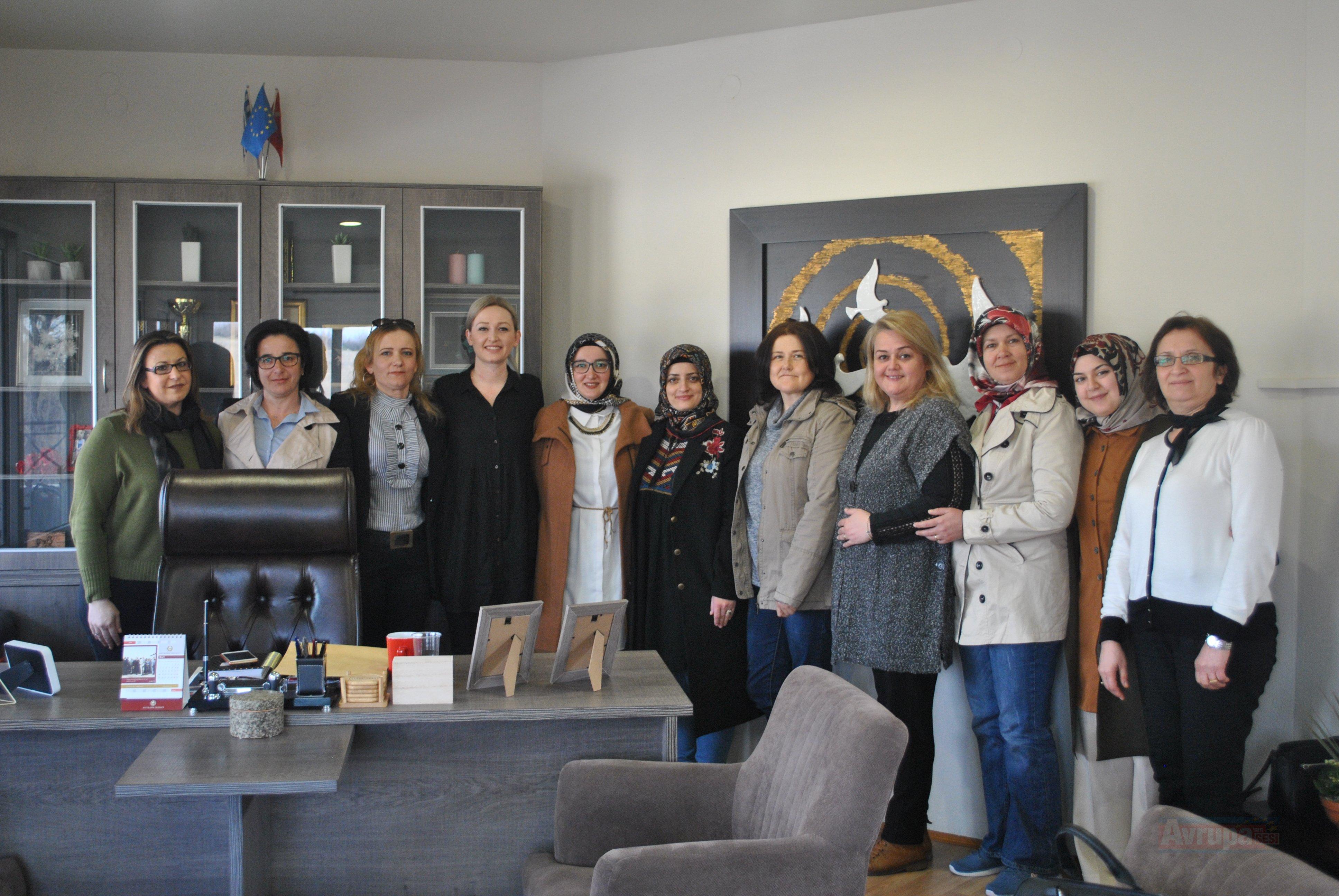 Seçek Azınlık Eğitim ve Kültür Derneği'nin Kadınlar Kolu DEB Partisini ziyaret etti