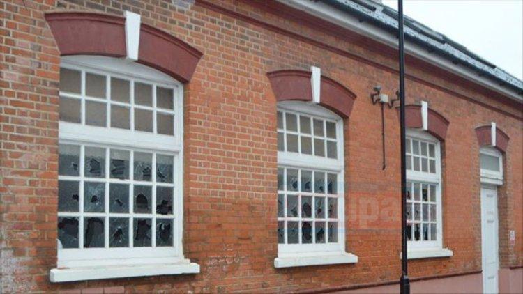 İngiltere'de camilere saldırılar devam ediyor.