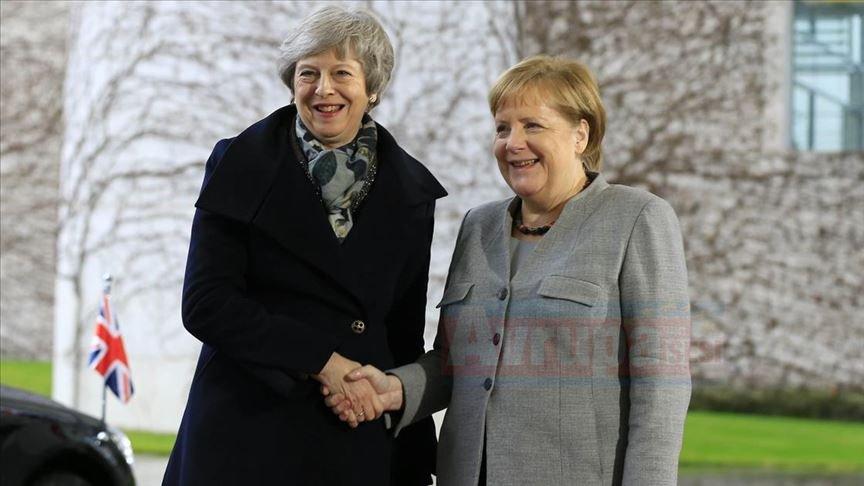 AB ile İngiltere yeni Brexit tarihlerinde uzlaşması