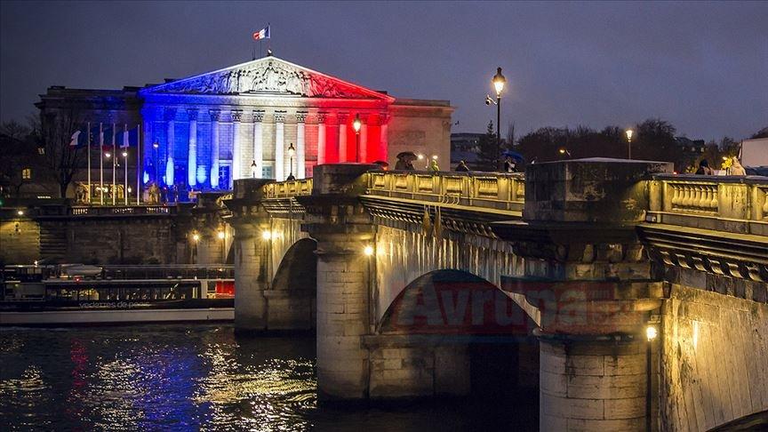Fransa'da iki bakanın görevine niye son verildi