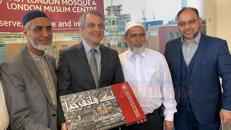 Büyükelçi Londra'da cami'yi ziyaret etti