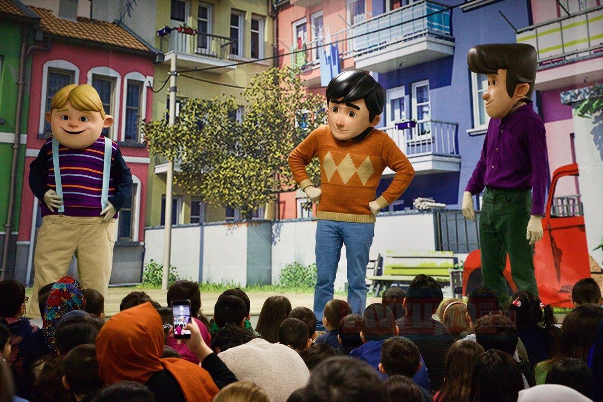 Rafadan Tayfa kahramanları Türk çocuklarla buluştu