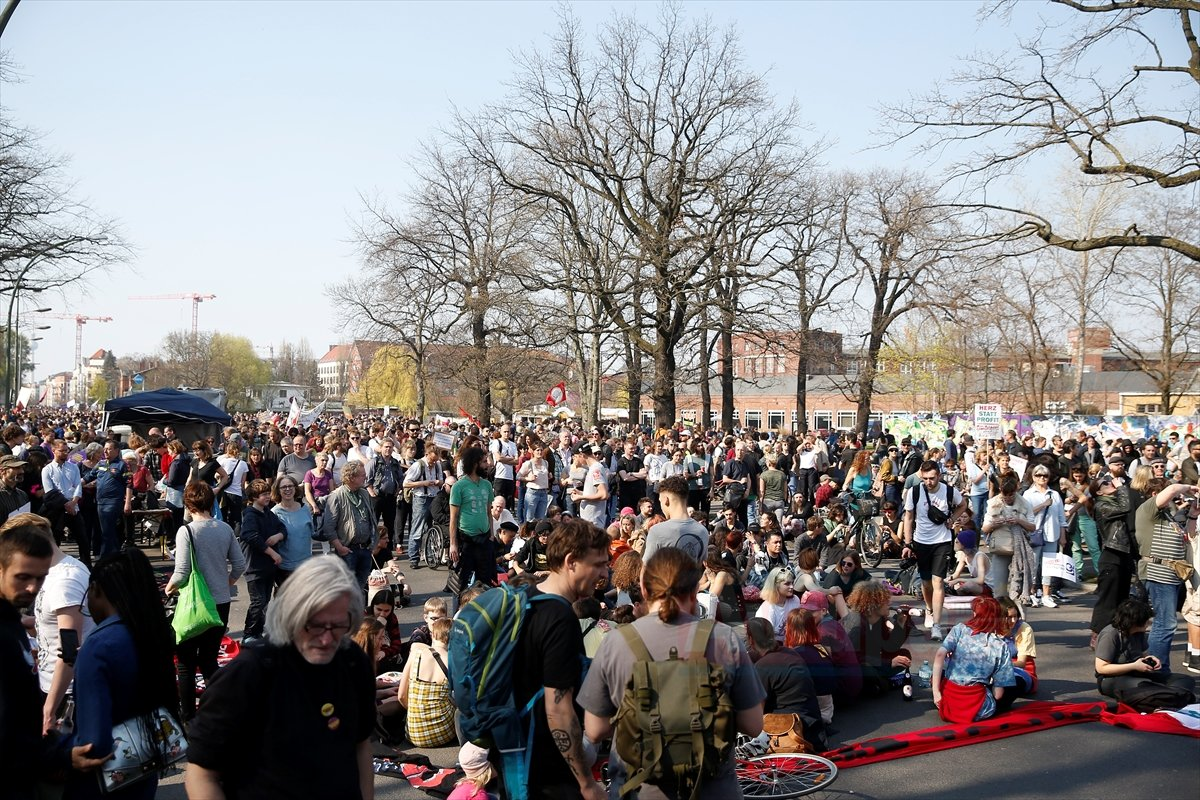 Almanya'da konut kiralarındaki artış protesto edildi