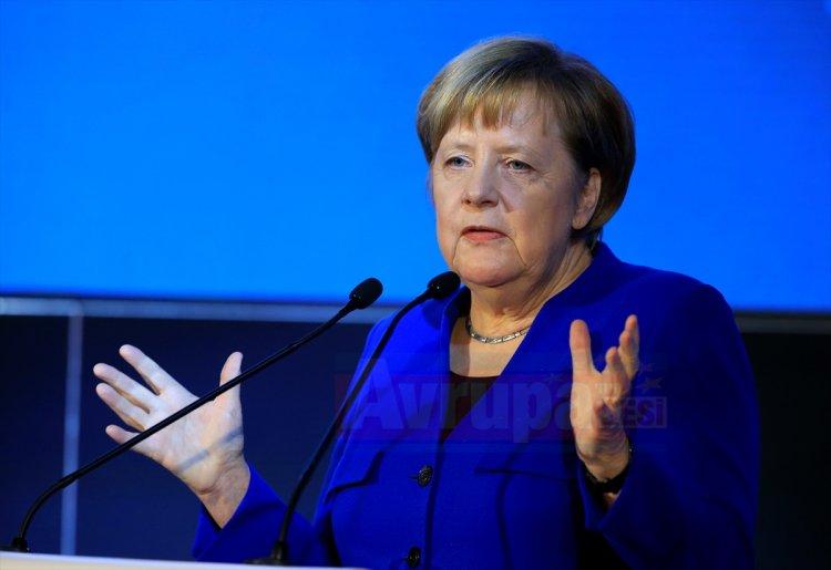 Merkel'den Orta Doğu'da iki devletli çözüm vurgusu