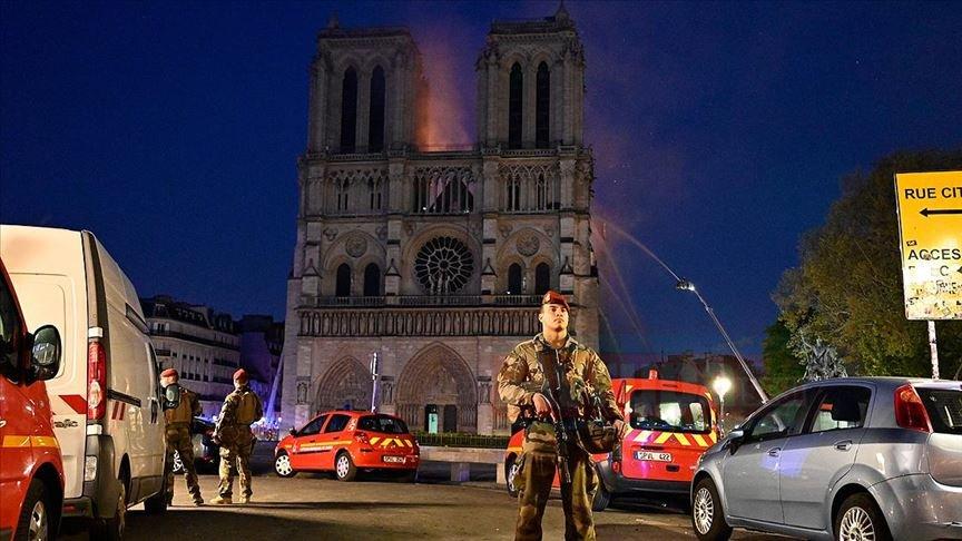 Notre Dame'deki yangına dünyadan mesajlar