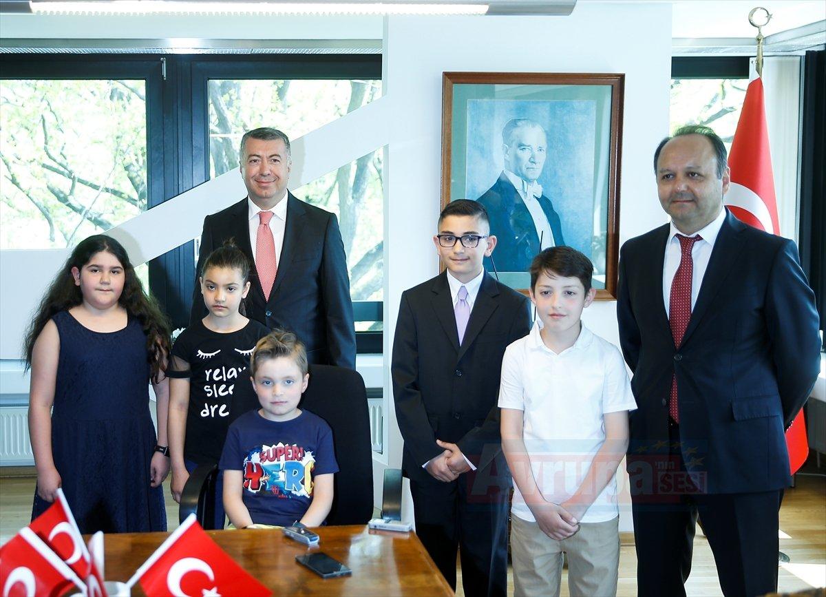 Türkiye'nin Berlin Başkonsolosu Çelik Öğrencileri Kabul etti