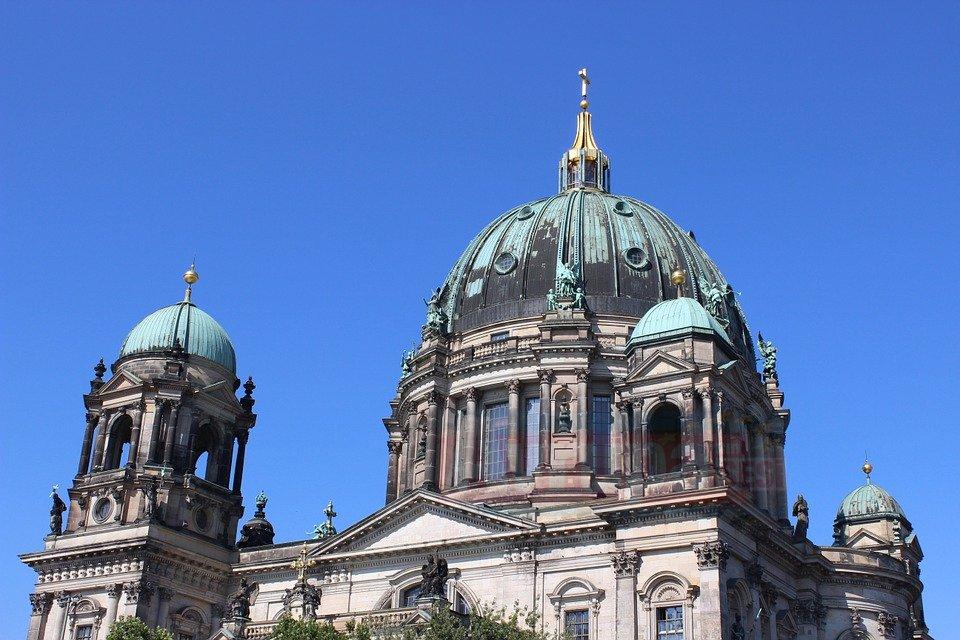 Almanya'da kiliselerin üye sayısı gittikçe azalıyor