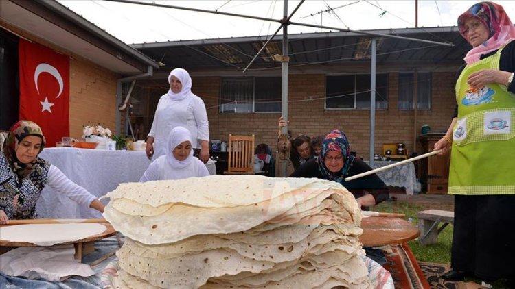 Türkler 'yufka ekmek' geleneğini sürdürüyor