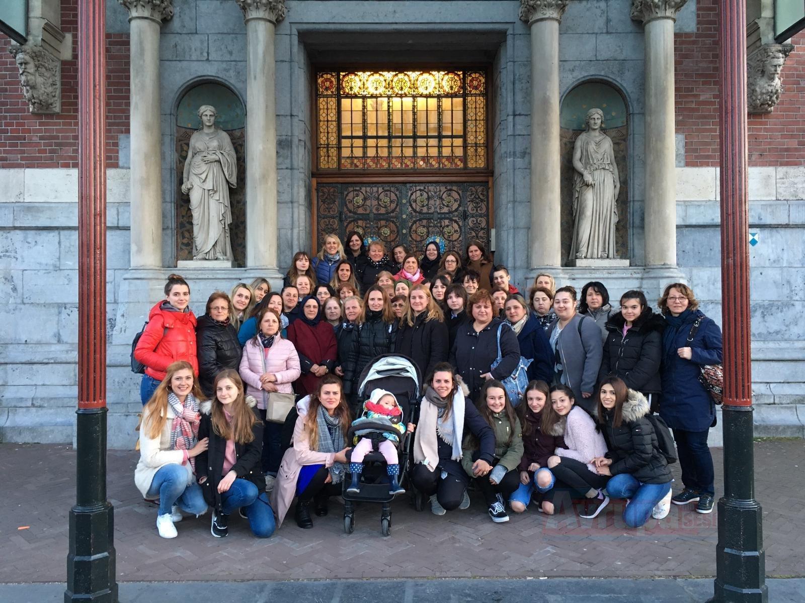 Kadınlardan Hollanda çıkarması