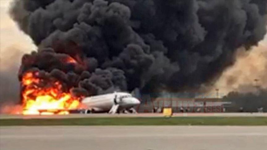 Rusya'da yolcu uçağı iniş yaparken alev aldı