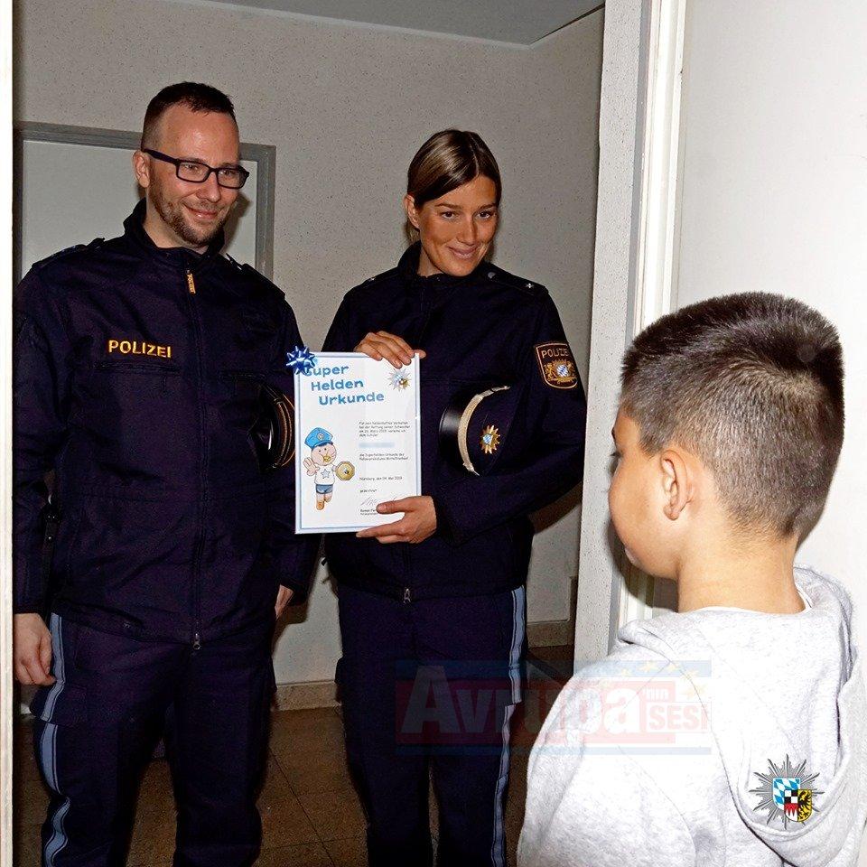 Süper Kahraman Kenan'a polisten sertifika