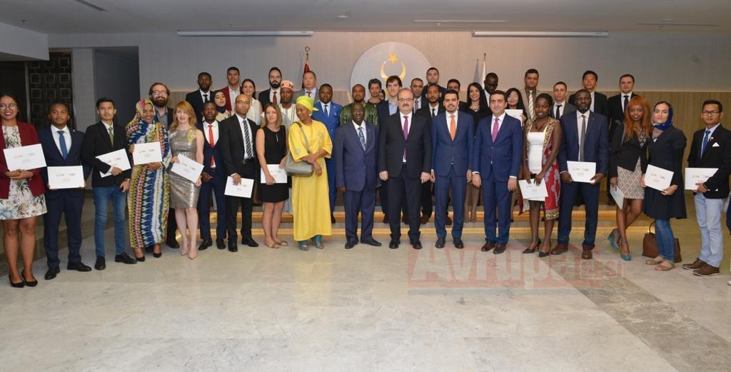 YTB Dünyadaki Bürokrat Ve Akademisyenlere Türkçe Öğretiyor