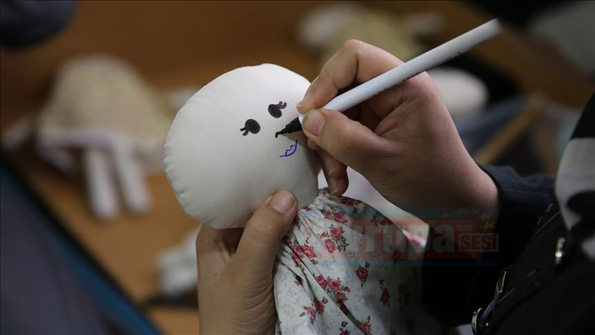 Suriyeli kadınların geçim kaynağı oyuncaklar oldu