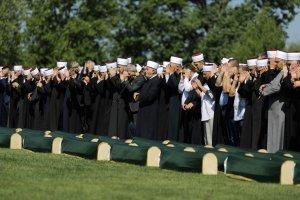 Bosna Savaşı'nın 86 kurbanı dualarla toprağa verildi