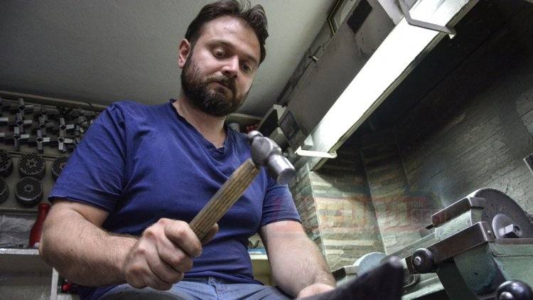 Akyalçın ailesi, dört kuşaktır el yapımı bıçak üretiyorlar