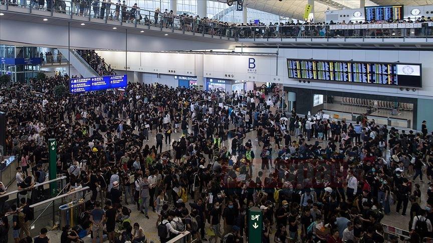 Hong Kong Uluslararası Havalimanı'nda tüm uçuşlar iptal edildi