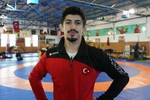 Dünya Gençler Güreş Şampiyonası'nda Kerem, dünya şampiyonu oldu