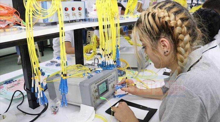 Erzincan'da Avrupa ve Türkiye'nin tek fiber optik fabrikası üretime başladı